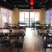 着席で61席、立食も合わせると70名まで収容できるちょうどいい広さの店内です!片方はガラス張りで夜の景色も味わうことができ、宴会で使うしかない!女子にも人気で喜ばれています♪