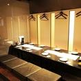 福島での大人数宴会は当店にお任せ下さい。当店はJR福島駅から徒歩3分とアクセス良好。宴会利用時にオススメの2時間飲み放題付き宴会コースは4,000円~ご利用いただけます。30名様まで収容可能のテーブル席のご用意も可能ですので、ぜひご利用下さいませ。※写真は系列店になります。詳細は店舗までお問い合わせ下さい。