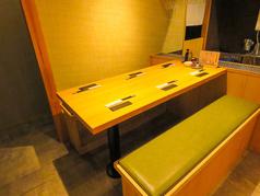 落ち着いた雰囲気の和空間でお食事をお楽しみいただけるソファーテーブル席は6名様まで!会社仲間やご友人との各種宴会に気軽にご利用ください♪ご宴会に最適な料理・お酒を豊富にご用意しております。大人数や貸切でのご利用はご相談ください。