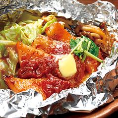 料理メニュー写真サーモンハラスの特製味噌バターホイル焼