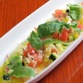 料理メニュー写真本日の新鮮カルパッチョ~夏野菜ソース~。玉ねぎのコンソメ煮