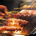 串単品180円からご用意しています。種類は、鶏モモ串、鶏レバー串、鶏皮串、鶏手羽先串、鶏せせり串、鶏砂ずり串、えのきベーコン串、鶏テール串、豚バラ串、つくね串を揃えています。是非ご賞味くださいませ。