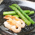 料理メニュー写真アスパラと海老のサラダ仕立て