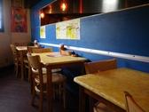 一人でも気兼ねなく使えるテーブル席あり。美味しい本場のインド料理が食べたくなったら、迷わずGO!