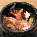 料理メニュー写真漁師のアヒージョ石焼仕立て