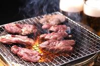 七輪で焼き上げた旨い肉を、ビールと共に!