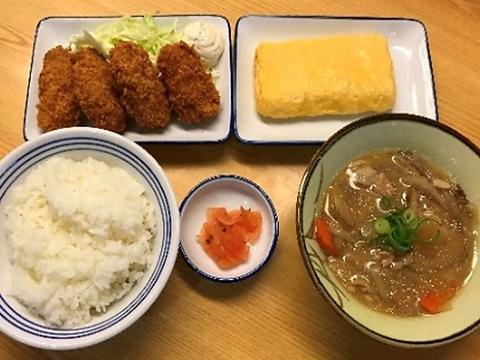 【旬の牡蠣フライセット】牡蠣フライ(4ケ)+玉子焼+豚汁+ご飯+漬物⇒1100円