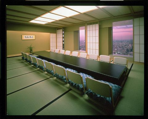 数奇屋造りの和室から見下ろす大都会の絶景…。歓送迎会承り中です!