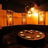 ほっこり落ち着くこじんまりしたこちらのお席は8名様までご利用いただける円卓の個室席。宴会や飲み会以外にも、女子会などのお友達同士の気軽な飲み会や、お子様とのご入店も可能ですのでご家族とのお食事などにもぴったりのお席です!