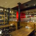 【ビストロスペース・2名~24名様】併設のワインショップと直結したスペースのお席です。1本当たり バル席980円・テーブル席1500円で持ち込み可能(他店購入もOK)。ソムリエやワインアドバイザーも常駐しておりますので、ワイン初心者の方・ワイン通の方も納得のワインをオススメ・ご提供いたします♪