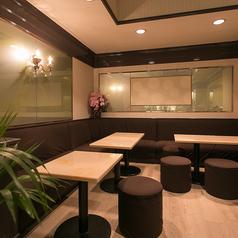 人数に応じてお繋ぎできるテーブル席です。大人数様でのご利用も大歓迎!