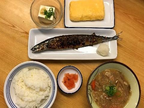 【一番人気★秋刀魚セット】秋刀魚+玉子焼+冷奴+豚汁+ご飯+漬物⇒1100円