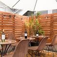 開放的なテラスのテーブル席はデートや女子会にオススメ。人気のテラス席の為ご予約はお早目に。雨天時は利用不可