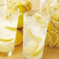 【清沢レモンサワー】静岡市の山間部「オクシズ」で栽培される、甘味と旨味がたっぷりの清沢レモンを使用!県外からお越しのお客様からご注文が多いメニューです♪飲んだことがないお客様はこの機会に是非お召し上がり下さい!