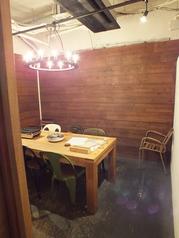 6名様までの完全個室も完備!!デートや誕生日会・記念日など周りを気にせずお楽しみ頂ける空間です。