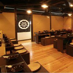 韓国の大衆食堂のような広々した店内