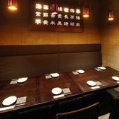 ゆったり座れる片側ソファー席。様々な片側ソファ席をご用意♪馬刺しやもつ鍋をはじめとした九州料理と250種以上の焼酎を心ゆくまでご堪能ください。