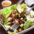 料理メニュー写真スモークチキンのサラダ