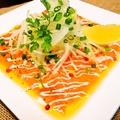 料理メニュー写真サーモンの彩りカルパッチョ