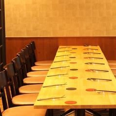 ご宴会の人数に合わせセッティング可能個室。カーテンの仕切りアリ。