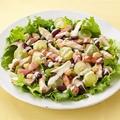 料理メニュー写真ひよこ豆とカリカリベーコンのシーザーサラダ