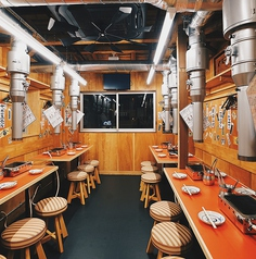 【3名テーブル×4卓】こだわりの空間の2階席では、宴会・女子会・普段の飲み会にぴったり!年中無休朝5時まで、従業員一同、笑顔と元気で皆様のご来店をお待ちしております!