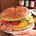 料理メニュー写真近江牛スーパーデラックスウルトラすっごいのバーガー