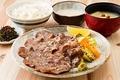 料理メニュー写真牛たん麦とろろ定食