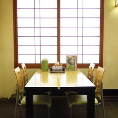 4名様用テーブル席は6卓ご用意!ご家族やご友人とお座りいただけます♪