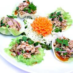 料理メニュー写真豚挽肉のレモングラス風味サラダ仕立て:ヤムムータクライ(Yam Moo Takrai)