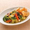料理メニュー写真温野菜のバター風味 揚げポテトフライ添え