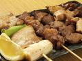 料理メニュー写真カシラ(塩)・ハラミ(塩)・タン(塩)・ホルモン(タレ)・レバー(タレ)