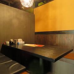 【10名様席】落ち着きある、おしゃれな店内、仲間との飲み会、女子会、ご宴会など、様々なシーンでご利用下さい。店内も広々空間でゆっくりお寛ぎいただけます。