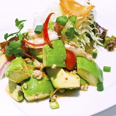 料理メニュー写真海老とアボガドのサラダ:ヤム・クン アボガド(prawn&Avocado salad)