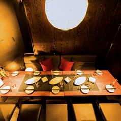 優しい灯が照らしてくれる中でのお食事は雰囲気も抜群でお酒も進みます。デートや女子会にぴったりのおしゃれなお席をぜひご利用くださいませ。