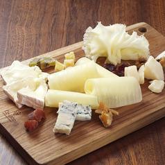 料理メニュー写真5種類のチーズ盛り合わせ