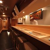 【B1カウンター席】1名様からご利用いただける広々カウンター席もご用意しております。お気軽にお立ち寄りください。