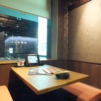 横浜の夜景が眺めるテーブル席は女子会にオススメ★