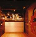 いらっしゃいませ! 無花果神楽坂店の入り口でございます。ご宴会に合わせた個室のお席、創作和食料理や新鮮な海鮮料理、こだわりのお酒を多数ご用意しております♪