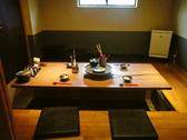 やはり1番人気の個室。4人掛け×2卓のご用意です。