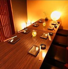 半個室のテーブル席は大人気!ご宴会にお薦め。少人数ご宴会にもぴったりです!!ゆったりとしたお席となっておりますのでゆったりとご宴会をお楽しみいただけます。