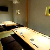 ゆったりくつろげる掘りごたつ個室。落ち着きのある空間でプライベート宴会や接待にも最適です。