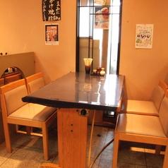 落ち着いたテーブル席もご用意!会社帰りの飲み会、居酒屋女子会、お一人様でもお気軽にお立ち寄りください。