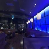 ブルーを基調とした雰囲気◎な空間はデートや女子会にぴったりソファー席でくつろいでお食事をお楽しみいただけます。
