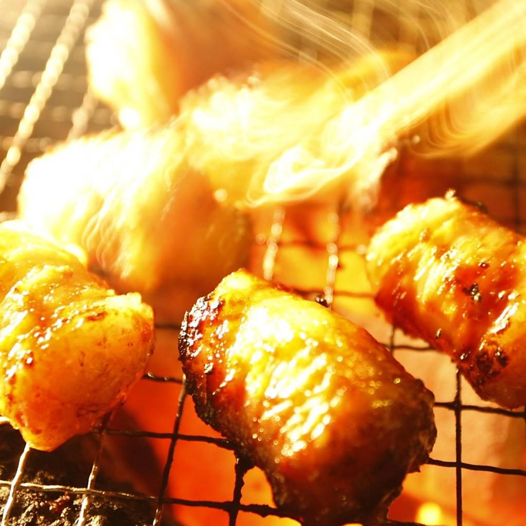 一番人気はもちろん絶品金獅子ホルモン!炭火で焼くマルチョウは絶品!