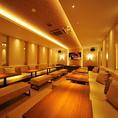 【PARTY ROOM】最大32名様ご利用可能のパーティールーム/アイボリーを基調としたエレガントな雰囲気のお部屋です。ウェディング2次会などのご利用に最適です。