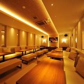 【PARTY ROOM 部屋利用料金16000円/1時間】最大32名様ご利用可能のパーティールーム/アイボリーを基調としたエレガントな雰囲気のお部屋です。ウェディング2次会などのご利用に最適です。