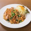 料理メニュー写真タイ風太麺焼きそば