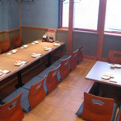 雰囲気のいい個室宴会席。自分たちだけの空間を楽しめます。個室は3名様~ご利用いただけます。