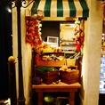 野菜屋さん★店内に入ると、中世ヨーロッパの港町が広がります!毎日が食えや飲めやの宴が絶えない、活気溢れる陽気な雰囲気漂うDAN-CHICKEN-DANで最高の宴をお楽しみください!!